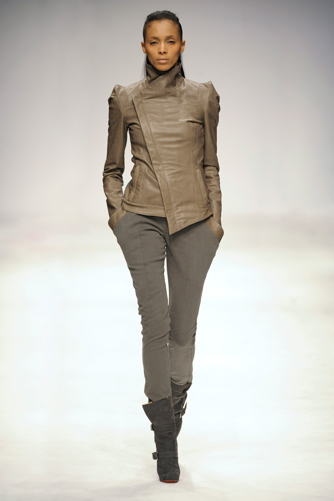 AW 0910 Look 12