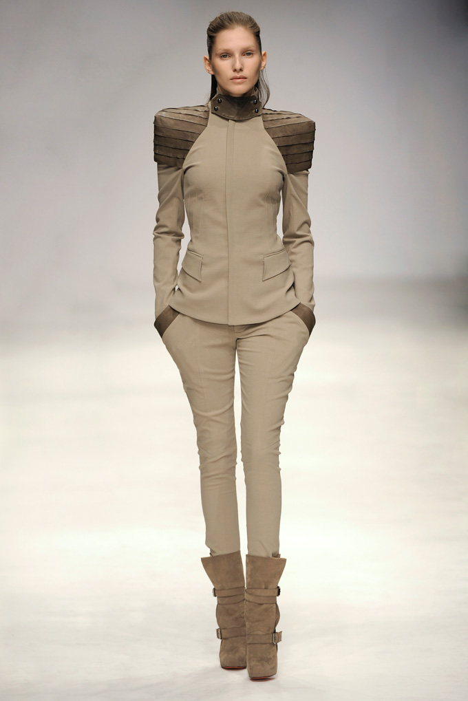 AW 1011 Look1
